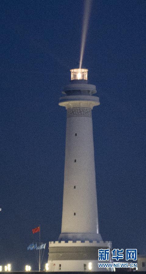(新华直击)(2)我国南海两座大型灯塔建成发光