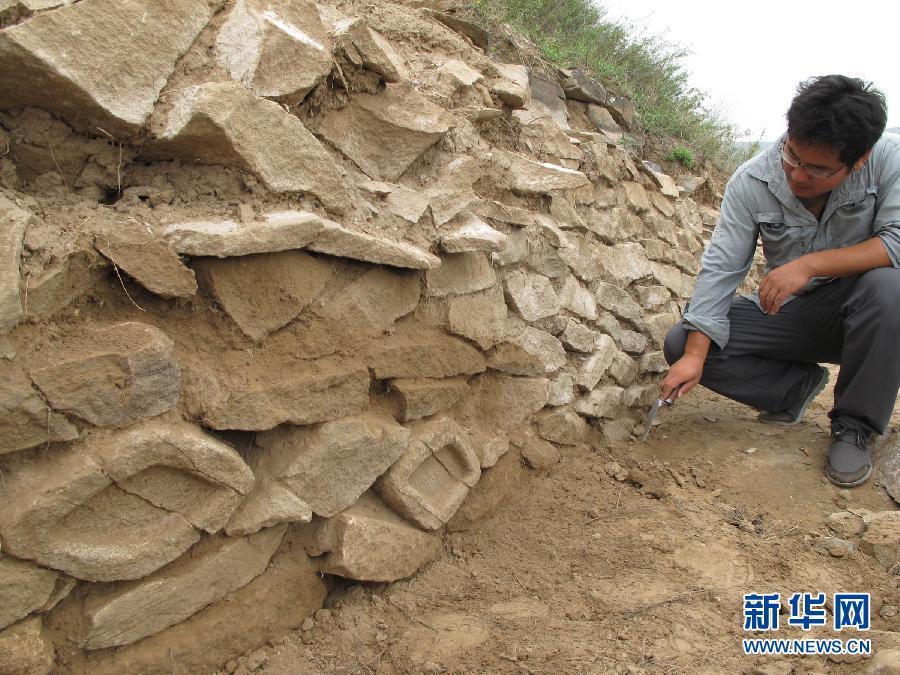 """(XHDW)(2)中国最大史前石城的墙体上有""""眼睛"""""""
