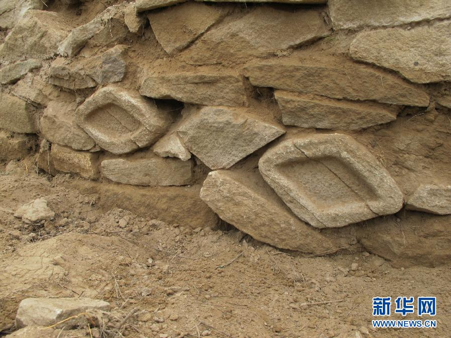"""(XHDW)(3)中国最大史前石城的墙体上有""""眼睛"""""""
