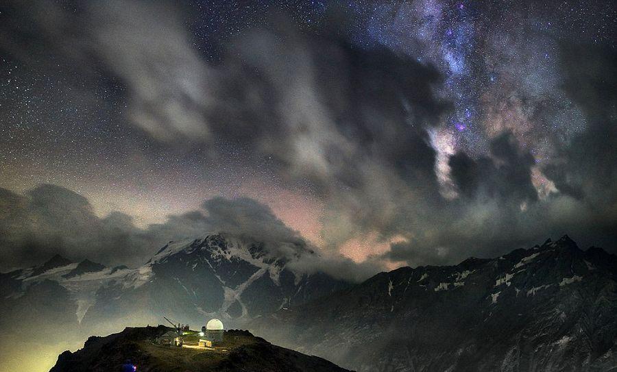 俄司机拍壮丽银河图展迷人星空魅力