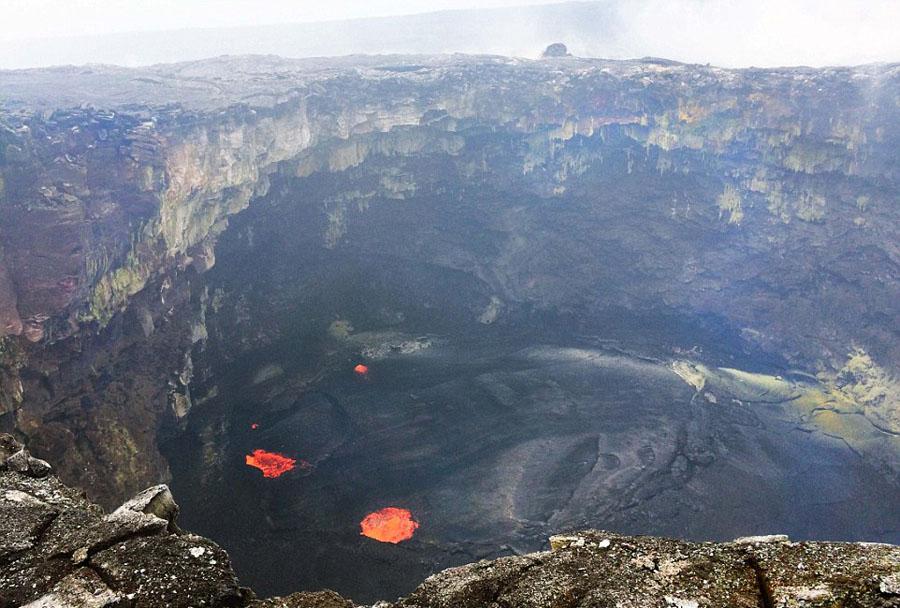 实拍科学家冒高温从火山取熔岩样本【3】