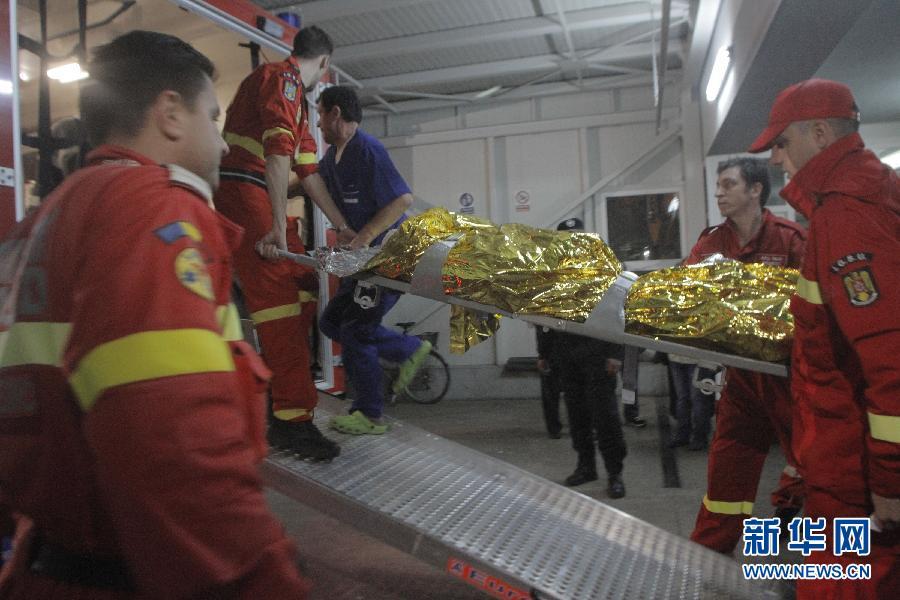 (国际)(1)罗马尼亚一夜总会火灾致27人死亡