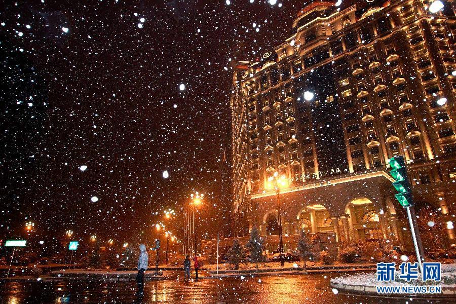 (晚报)(1)青海西宁迎来降雪天气