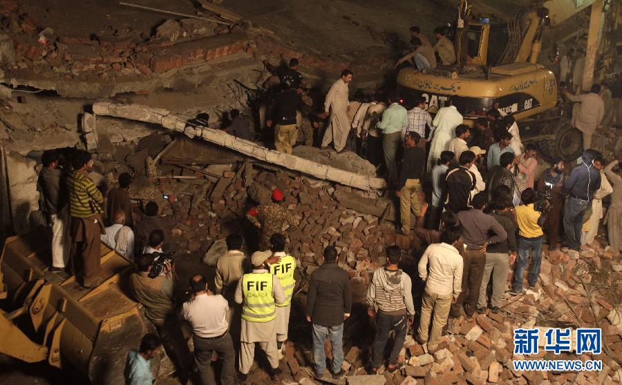 (国际)(2)巴基斯坦一工厂大楼倒塌至少16人死亡