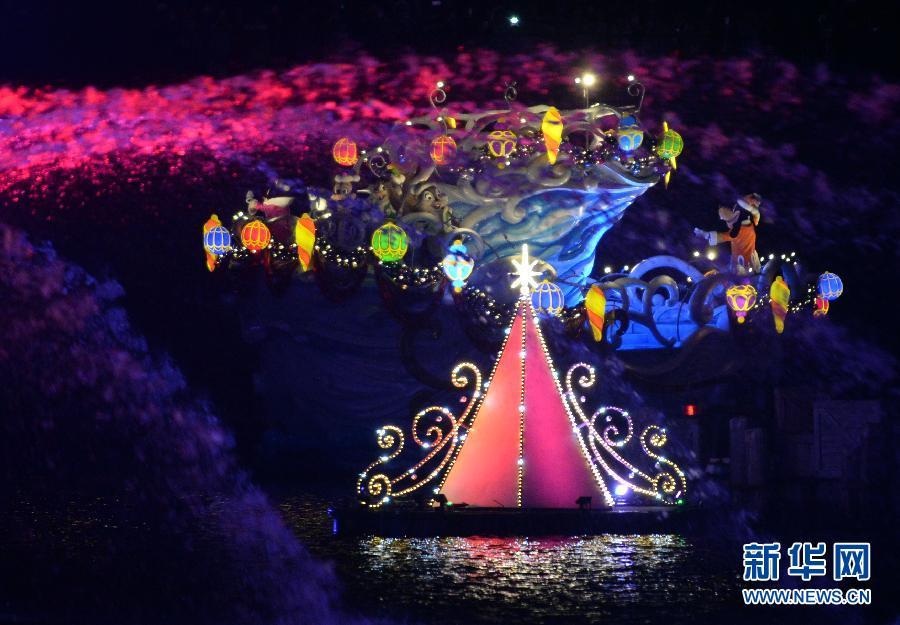 (国际)(1)东京迪士尼乐园举行圣诞巡游
