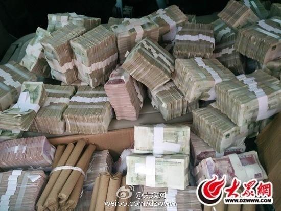 山东一男子拉40万元零钱买房