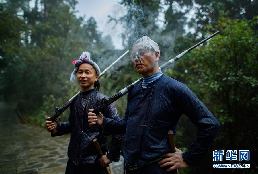 """(XHDW)(3)探秘""""中国最后一个枪手部落"""""""