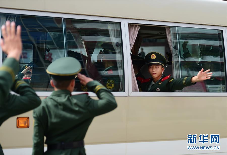 (军事)(2)广东:2000新兵奔赴边海防一线