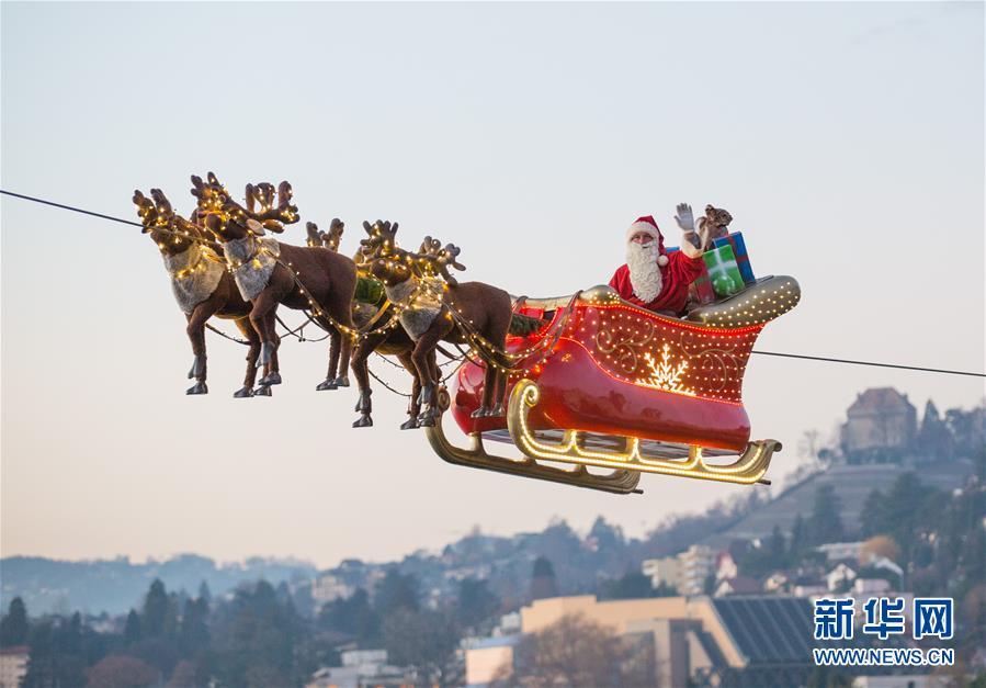 """(国际)(1)""""飞行""""的圣诞老人"""