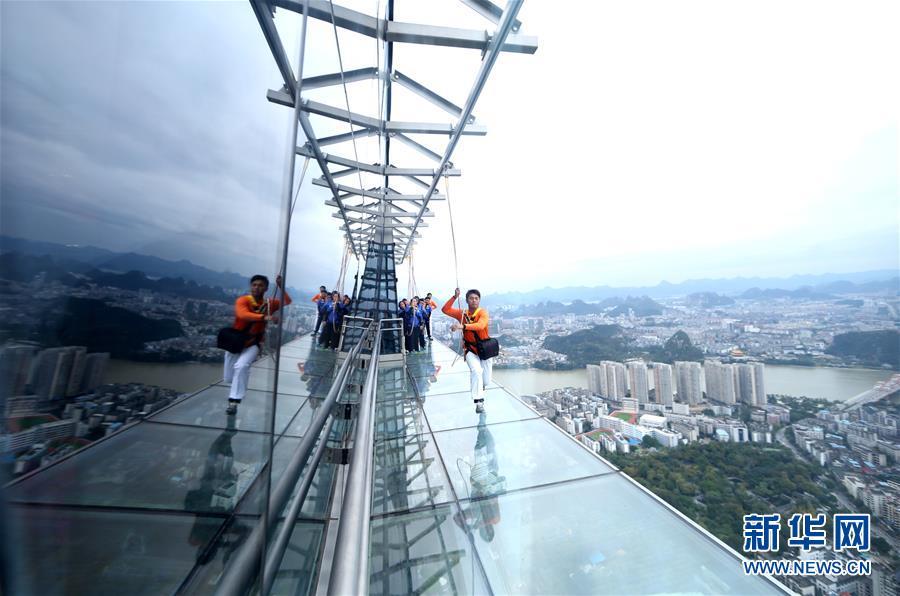 #(社会)(1)广西柳州:303米楼顶建高空玻璃栈道