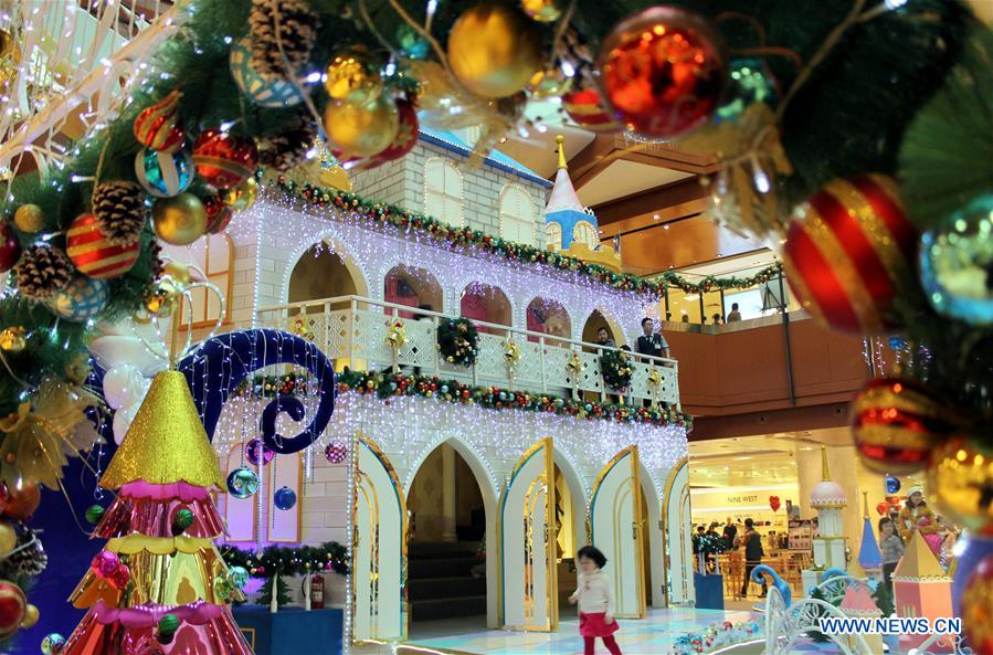 Shopping centers in china decorate for christmas day for Christmas decorations online shopping