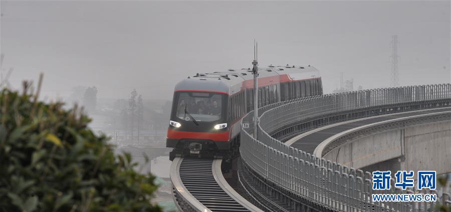 (社会)(1)中国首条中低速磁浮铁路预计本月26日试运行