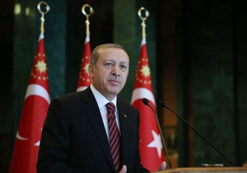 土耳其男子欲跳桥自杀总统劝说令其回心转意(图)