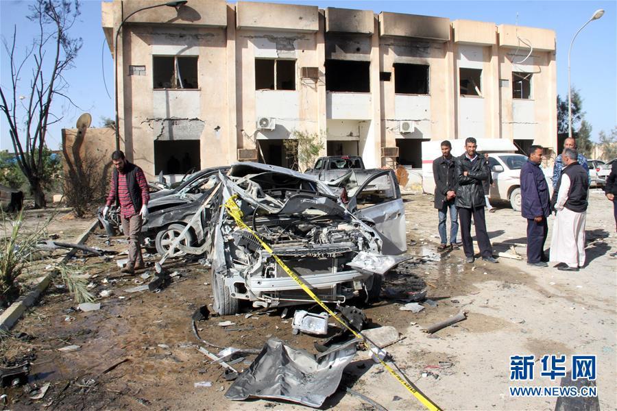 (国际)(1)利比亚一军营遭袭伤亡过百