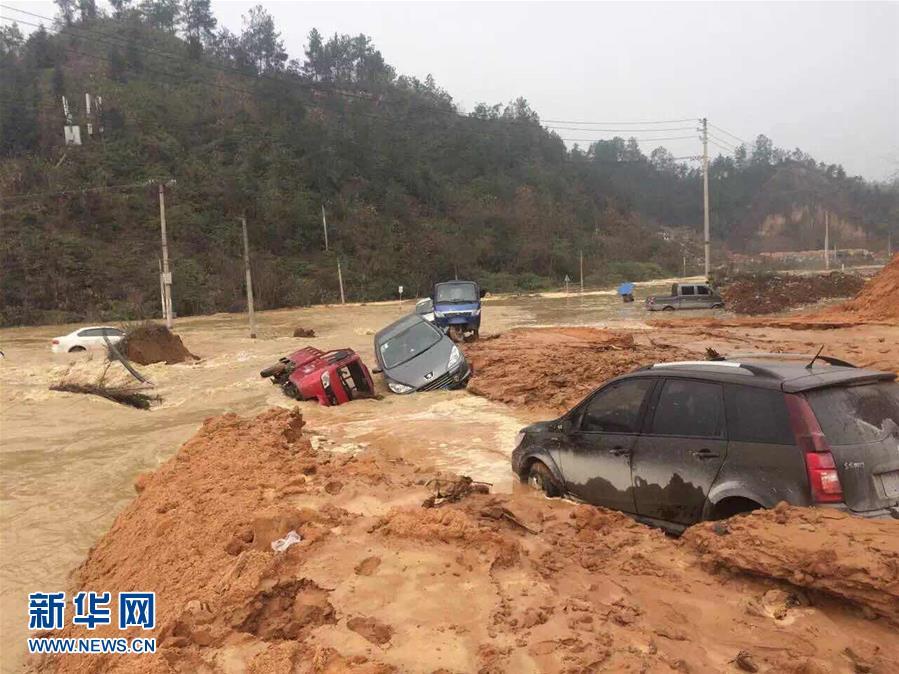 #(突发事件)(1)湖北恩施一堰塞湖发生溃堤事故
