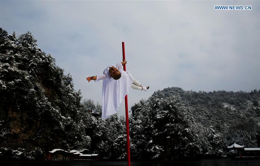#CHINA-HUNAN-ZHANGJIAJIE-POLE DANCERS (CN)