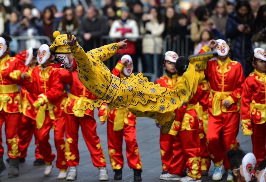 Flash mob in monkey costumes appears in NYC to mark Chinese New Year