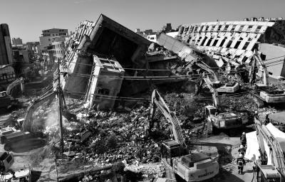 台湾地震已致43人遇难 检方拘提坍塌大楼建筑商