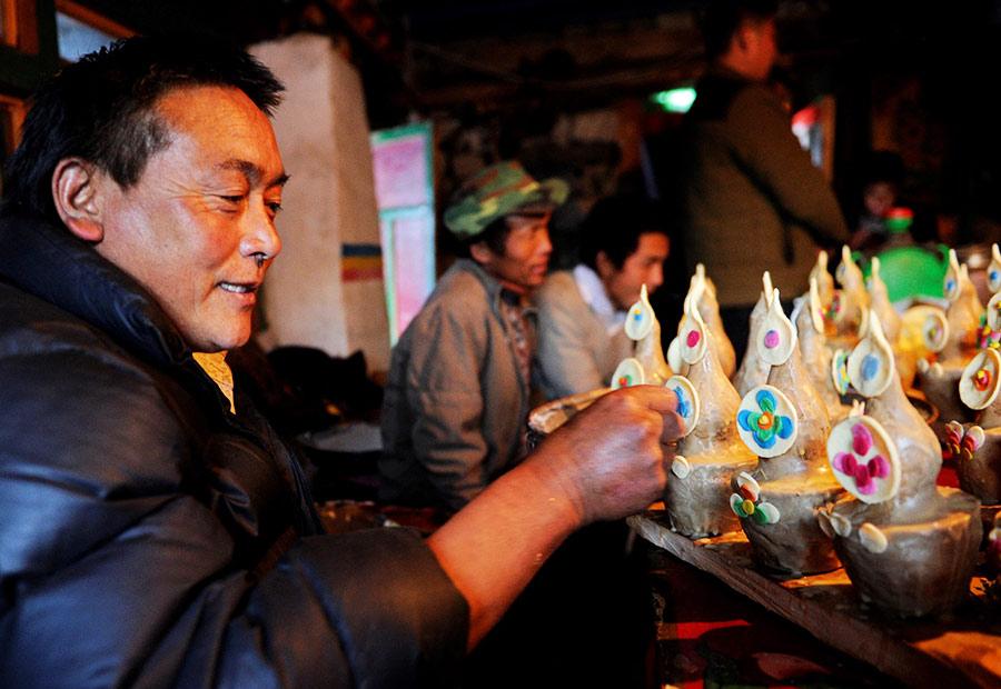 Tibetans celebrate 'Fire Monkey Losar'