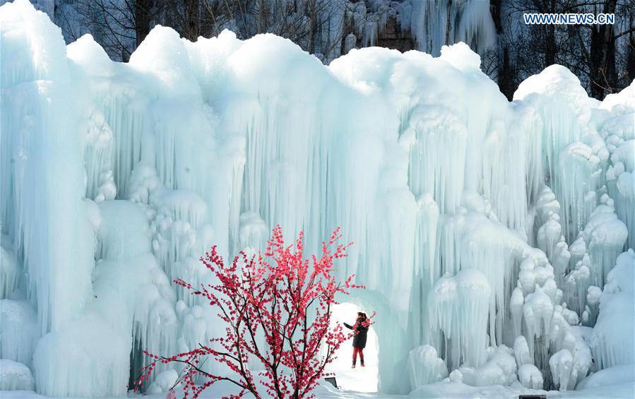 CHINA-HEBEI-SHIJIAZHUANG-FROZEN WATERFALL(CN)