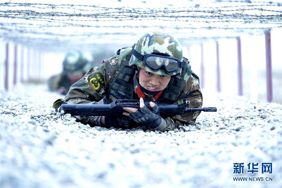 #(军事)(2)新疆喀什:武警特战队员开展极限训练