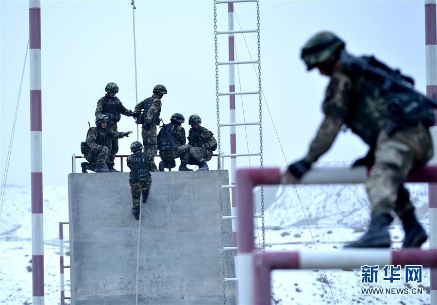 #(军事)(3)新疆喀什:武警特战队员开展极限训练