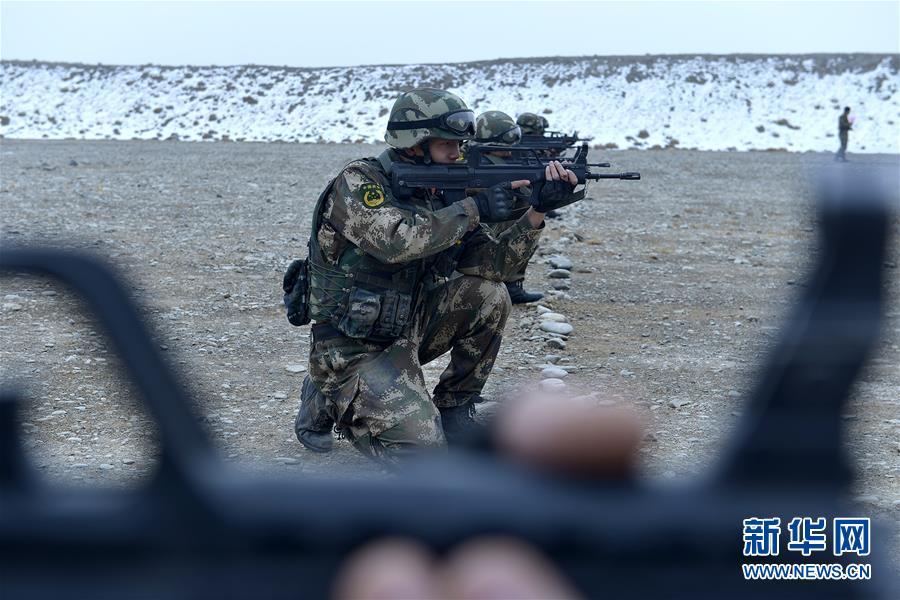 #(军事)(4)新疆喀什:武警特战队员开展极限训练