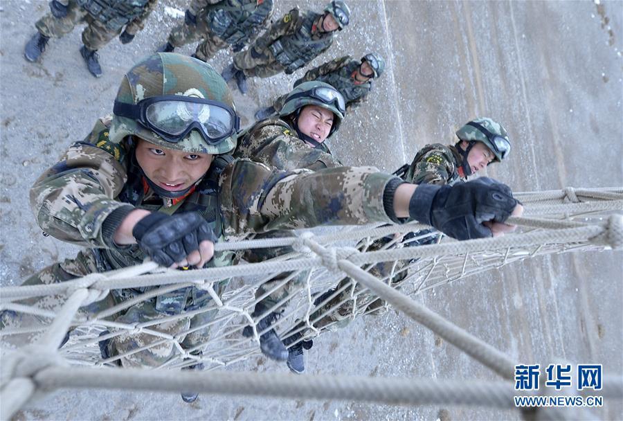 #(军事)(5)新疆喀什:武警特战队员开展极限训练