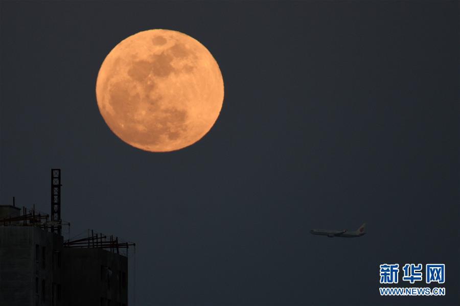 (社会)元宵节看圆月