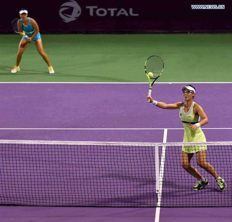 Zheng Saisai (R) and Xu Yifan of China compete during their women's doubles second round match against Martina Hingis of Switzerland and Sania Mirza of India at the WTA Qatar Open 2016 in Doha, Qatar, Feb. 23, 2016.