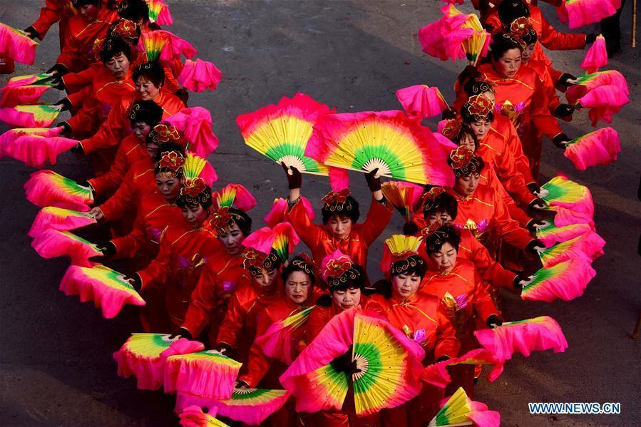 Rural folk performers dressed in traditional costume perform to celebrate the Chinese lunar New Year at a temple fair in Xunxian County of Hebi City, central China's Henan Province, Feb. 23, 2016.