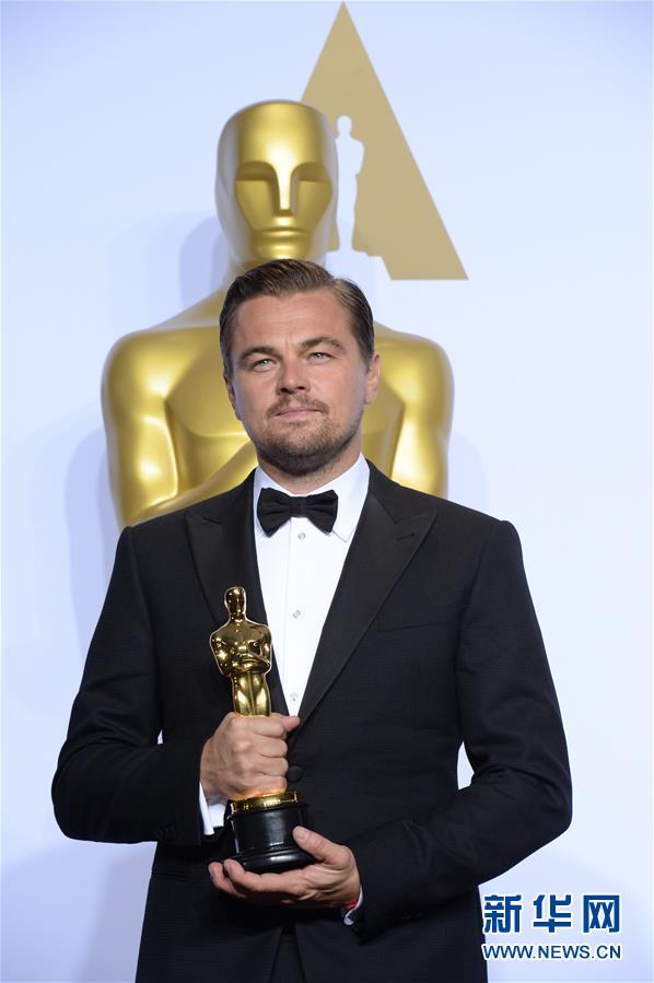 (国际)莱昂纳多・迪卡普里奥获第88届奥斯卡最佳男主角奖