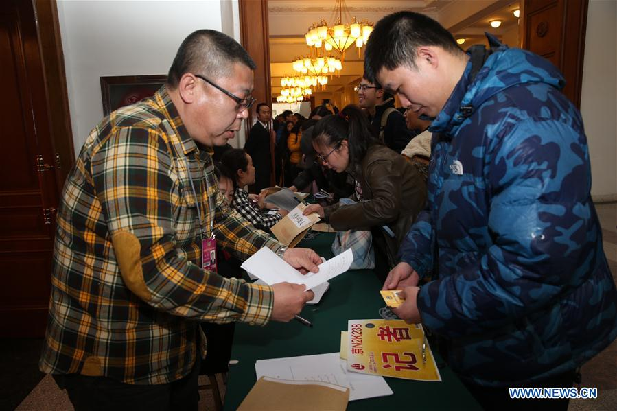 (TWO SESSIONS)CHINA-BEIJING-CPPCC-JOURNALISTS-CREDENTIALS (CN)