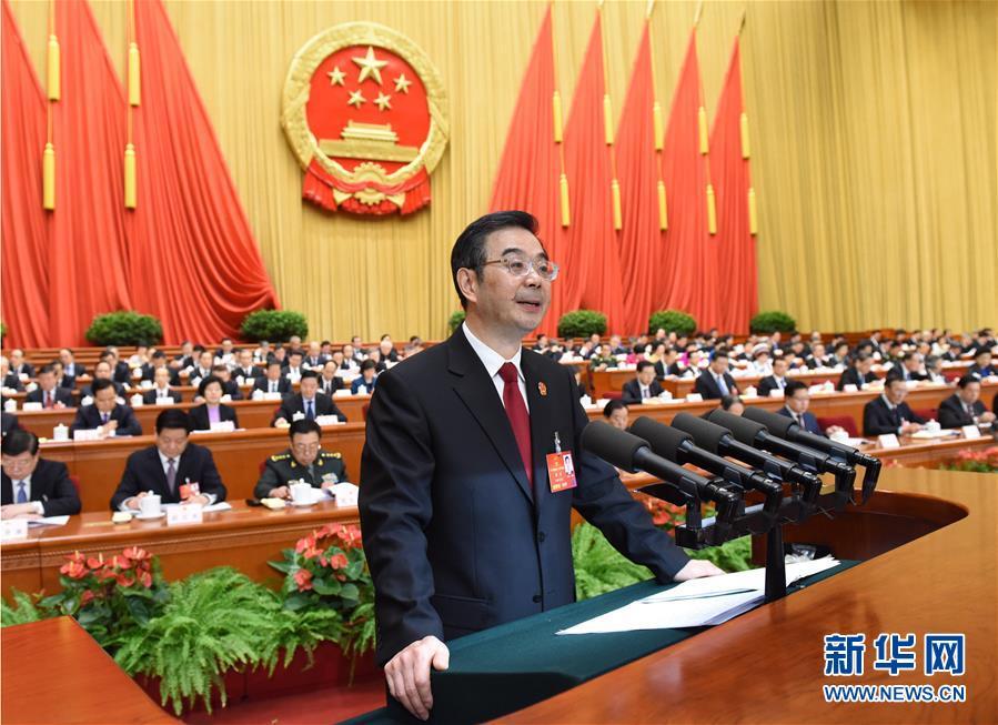 最高人民法院院长周强作最高人民法院工作报告。 新华社记者饶爱民摄