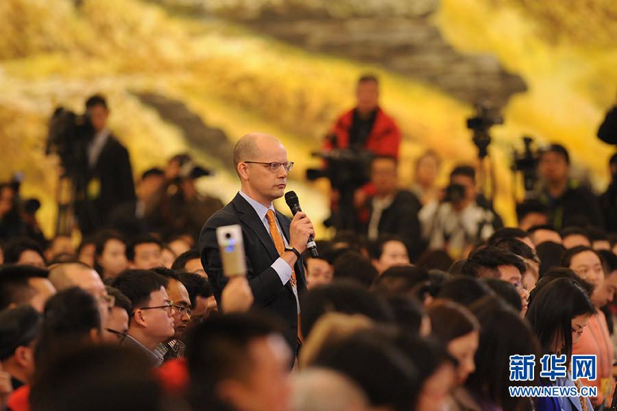 彭博新闻社记者提问