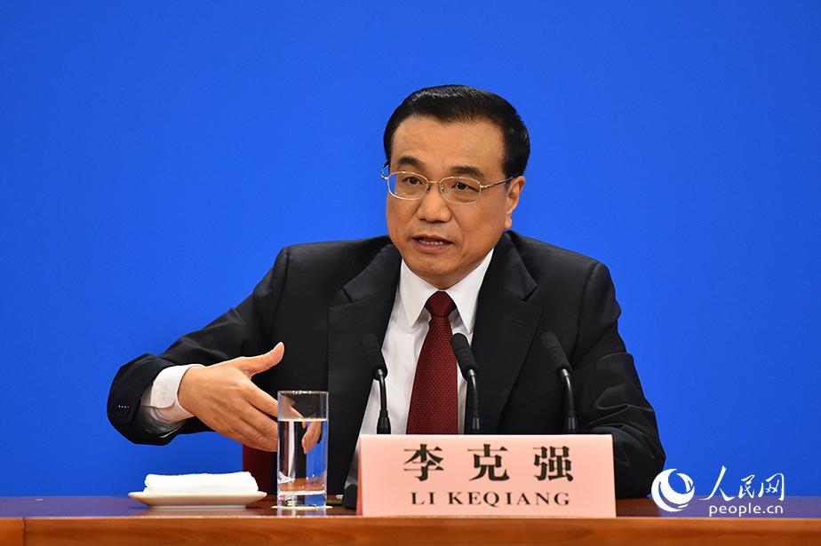 国务院总理李克强回答中外记者问。人民网记者 于凯 摄