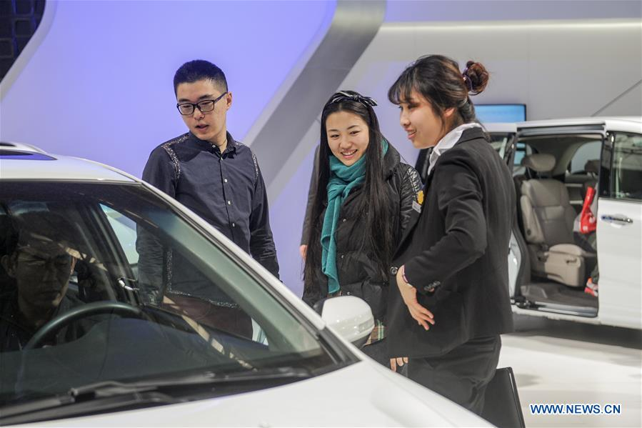 People view a car of Honda during the 11th Harbin spring auto show in Harbin, capital of northeast China's Heilongjiang Province, March 22, 2016.