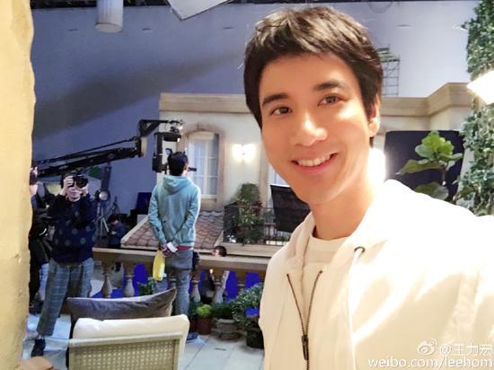 """王力宏剪帅气短发40岁男人看上去""""只有18岁"""""""