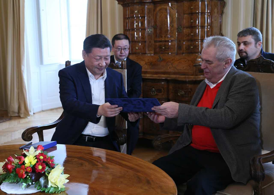 Czech President Milos Zeman hosts Xi at private residence