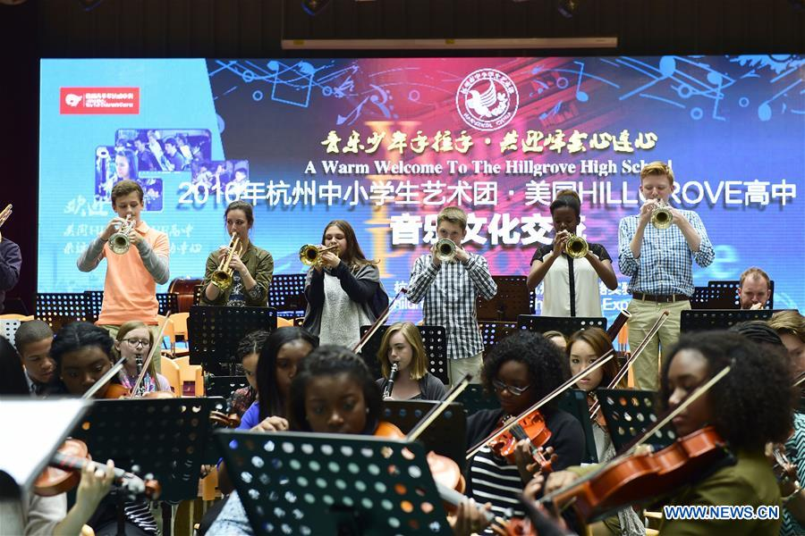 HANGZHOU, April 6, 2016 (Xinhua) -- Orchestra of Hillgrove High School from the United States performs during a cultural exchange with young students from Hangzhou, capital of east China's Zhejiang Province, April 6, 2016. Some 300 U.S. students and over 200 Chinese students attended the performance here on Wednesday. (Xinhua/Li Zhong)