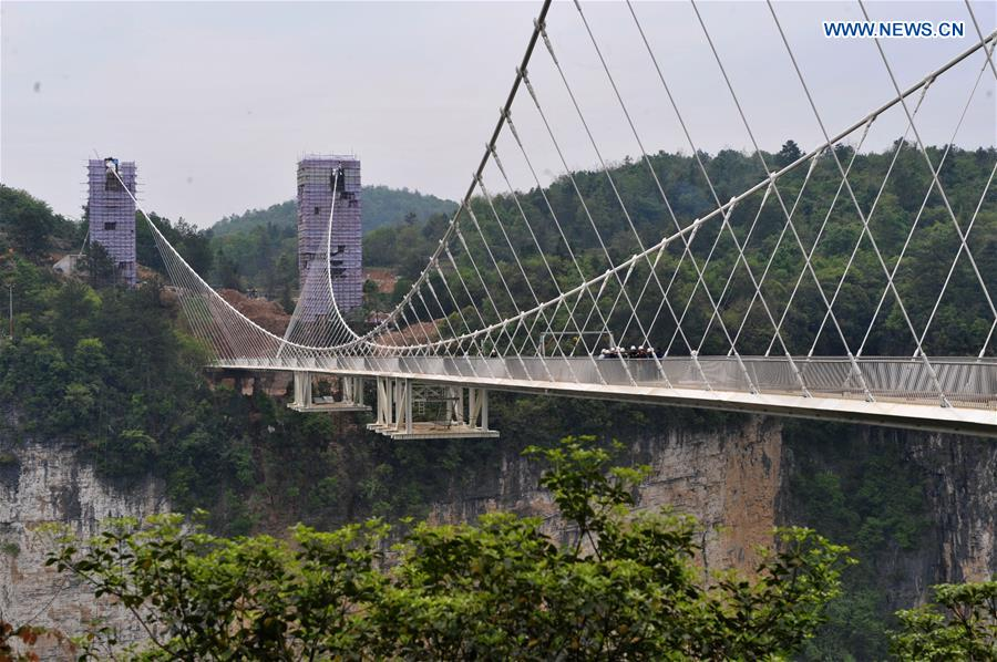 In pics: construction site of glass bridge in C China