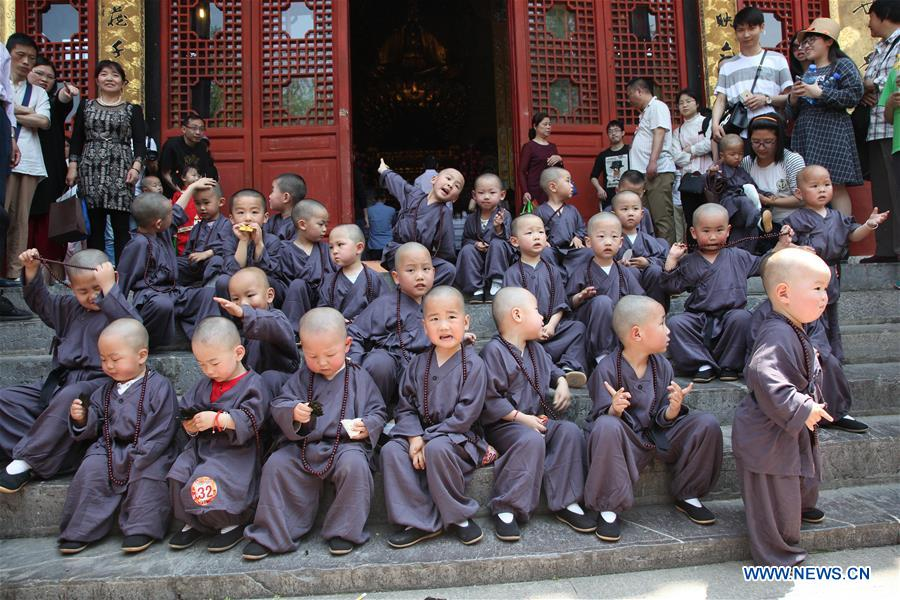 "50 kids compete for ""most lovely Buddhist baby"" title in E China"