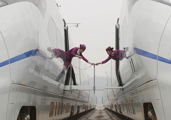 Debts spark calls to split up China railway corp