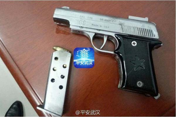 Wuhan police seize drug suspects and loaded gun
