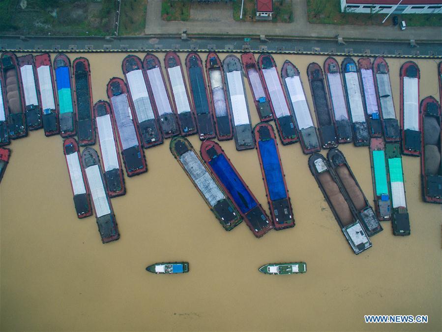 CHINA-HUZHOU-WATERWAY-STRANDED SHIPS (CN)