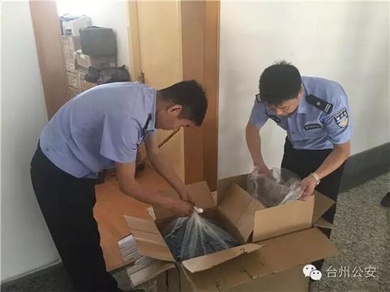 警方查获藏匿毒胶囊的窝点