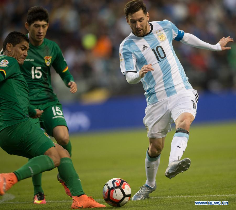Lionel Messi (R) of Argentina vies for the ball during a Copa America Group D soccer match against Bolivia in Seattle, the United States, on June 14, 2016.