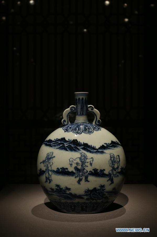 Photo taken on June 15, 2016 shows a Northern Song dynasty official Ru vase displayed in the Asian Art Museum of San Francisco, the United States.