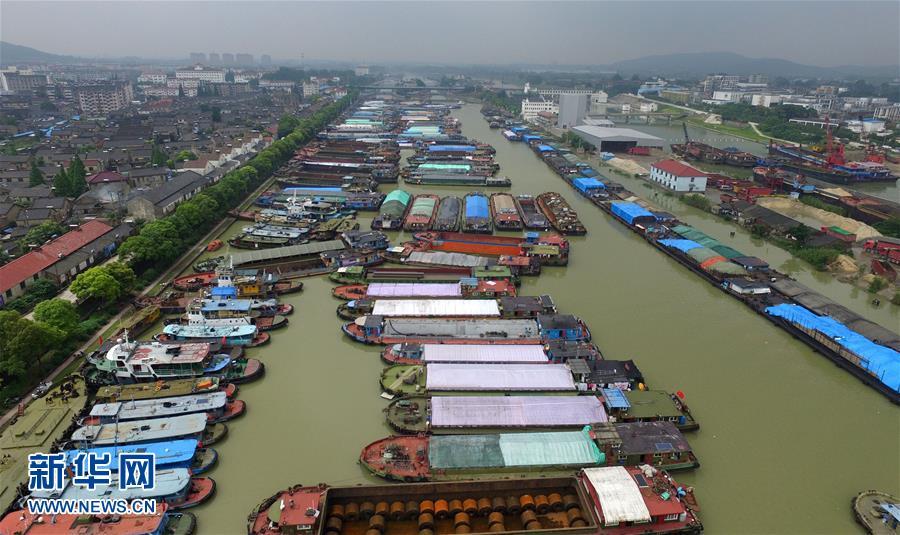 #(社会)京杭大运河苏南段全线停航 大量船舶积压