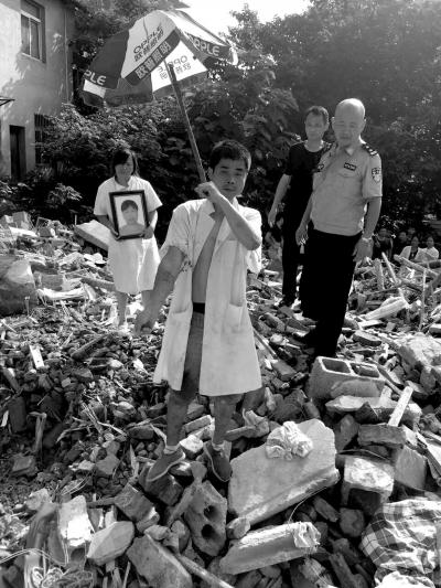 """长沙成立工作组介入调查""""拆迁村民被埋废墟身亡"""""""